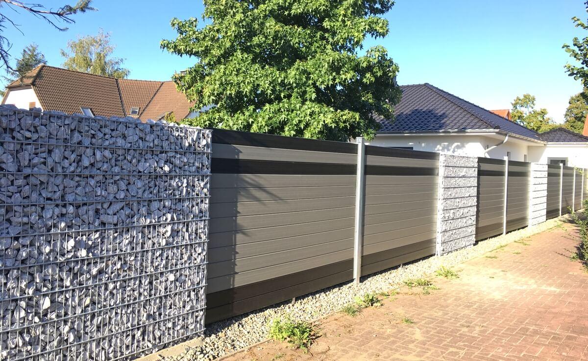 WPC-Paneele-und-Gabionen-bilden-einen-eleganten-Zaun