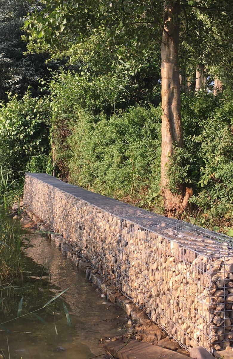 Gabionen-zur-Sicherung-eines-Ufers