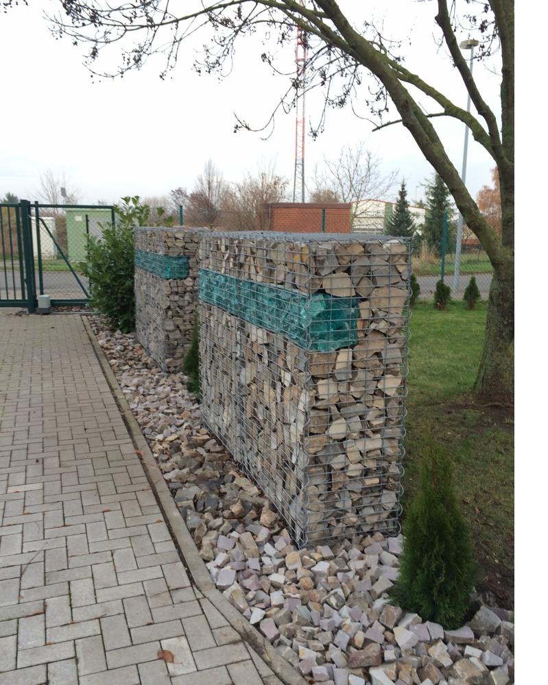 Beleuchtete-Gabionemauer-zur-Gartengestaltung